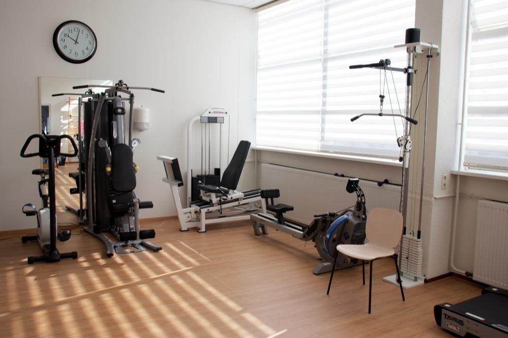 Zorgpraktijk Fysiotherapie Wassenaar oefenruimte met machines